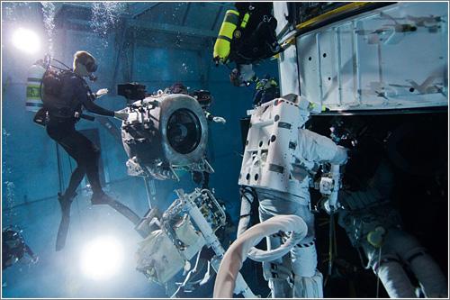 En la piscina de prácticas de la NASA / Foto: NASA