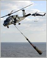 La disposición de los mandos del helicóptero hace más cómodo pilotarlo desde el lado derecho
