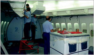 Como en los vehículos terrestres, las aeronaves tienen limitaciones en el peso que pueden transportar