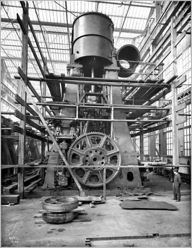 Foto: La sala de máquinas del Titanic, durante su fabricación / The Ulster Folk and Transport Museum / H1711