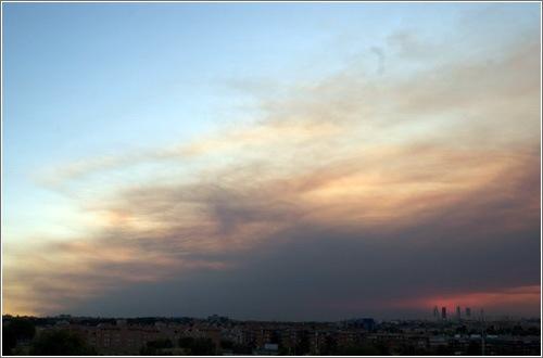 Humo del incendio en el Valle del Tiétar (Ávila) sobre Madrid / (cc) Mirindas27