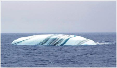 Iceberg estriado. Foto de Øyvind Tangen