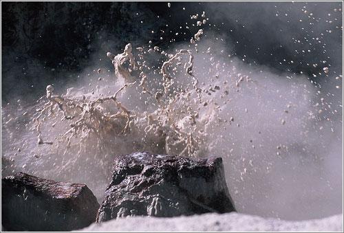 Volcan de Barro / Mud volcano in Yellowstone (CC) Enyacologne