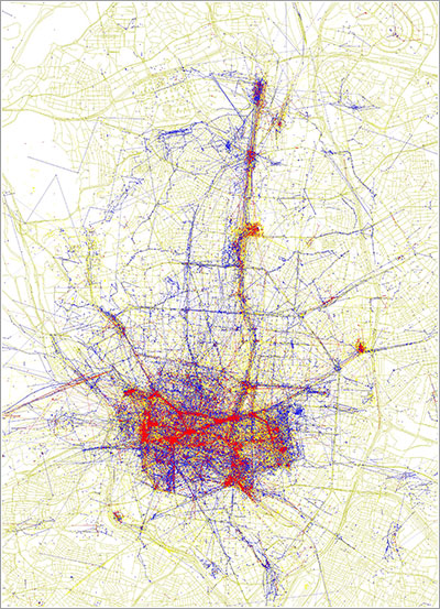 Locales y turistas en Madrid