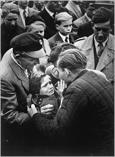 Reunión de una niña con su padre