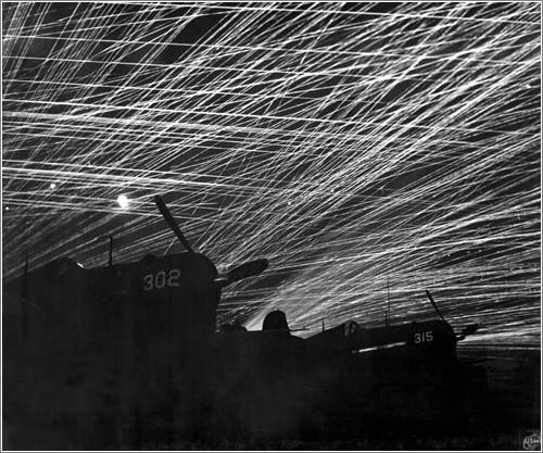 Fuego antiaereo / T.Sgt. Chorlest (Marine Corps)