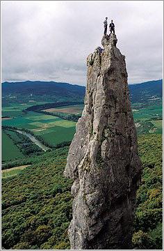 Escaladores en la cima del Huso. Etxauri. Navarra.
