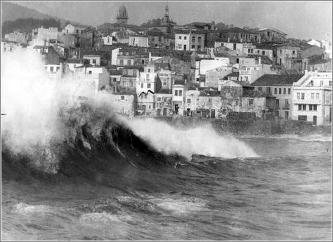 O mar entrando na ribeira de A Guarda