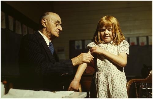 Vacunación (1943) / Foto: John Vachon en PDNPhotoOfTheDay.com