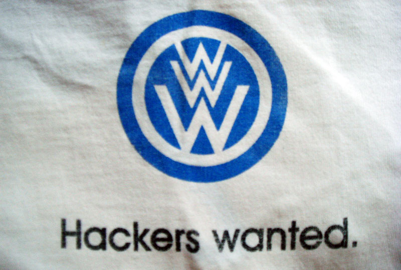 Hackers Wanted / una camiseta Think Geek «retirada» / Foto (CC)-by Alvy