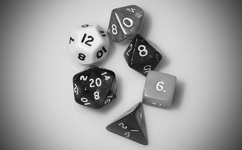 Dados de rol (CC) Diacritica / Wikimedia https://commons.wikimedia.org/wiki/File:Dice_(typical_role_playing_game_dice).jpg