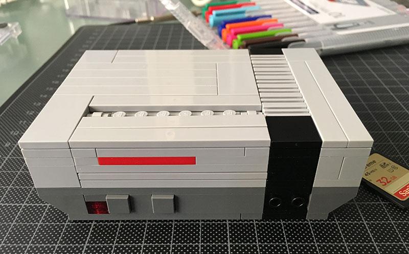 NesPi: una caja de piezas Lego con forma de videoconsola Nintendo para las Raspberry Pi