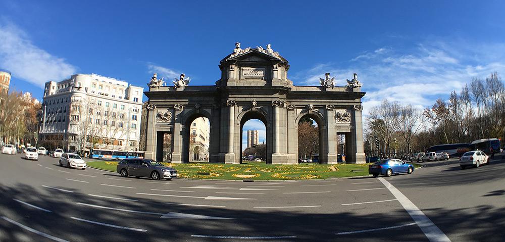 Puerta de Alcalá / iPhone 6s + Olloclip Active Lens (gran angular)