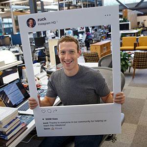 ¿Por qué Zuckerberg tapa la cámara de su portátil con cinta?
