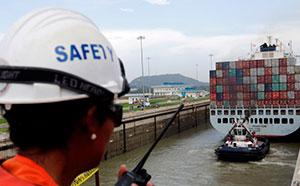El polémico nuevo Canal de Panamá abre sus esclusas