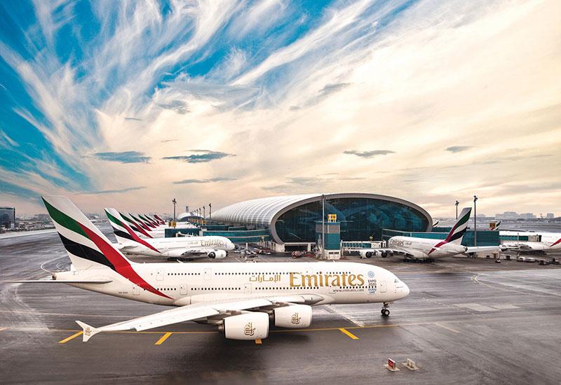 A380 de Emirates a montones