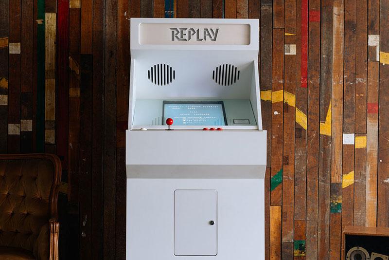 Replay / Stoa / Cabinas de videojuegos artesanales