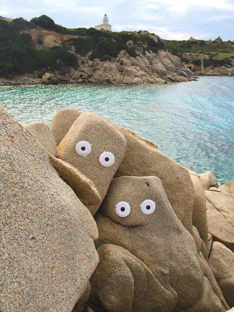 Unas rocas having a face