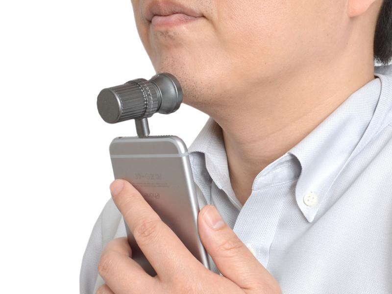Afeitarse con el iPhone ya es posible con este gadget