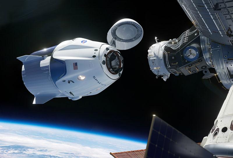 Crew Dragon atracando en la EEI
