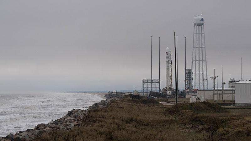 La Cygnus 10 en la plataforma de lanzamiento