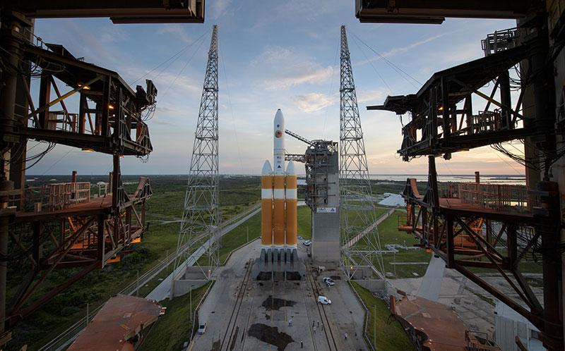 El cohete desde la torre de servicio