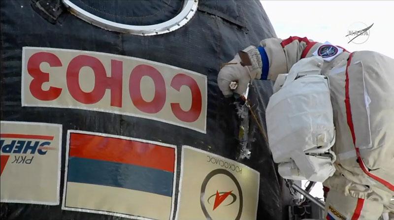 Kononenko acuchillando la Soyuz