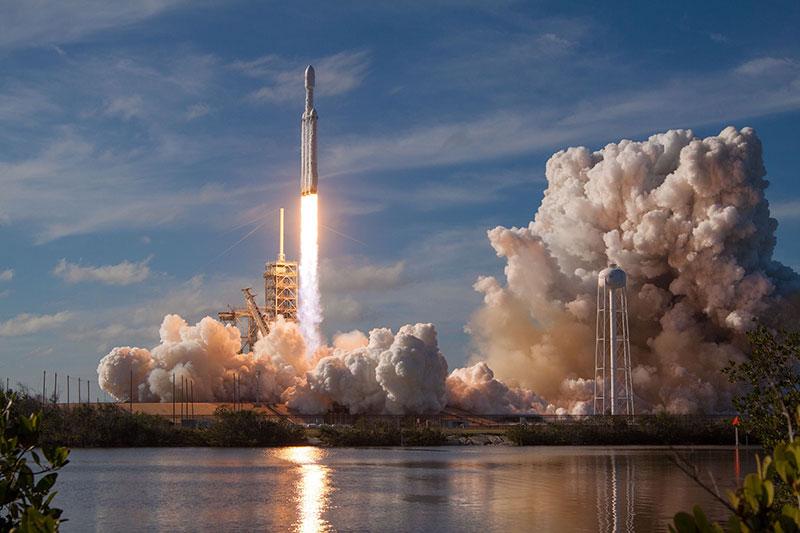 Despegue del primer Falcon Heavy