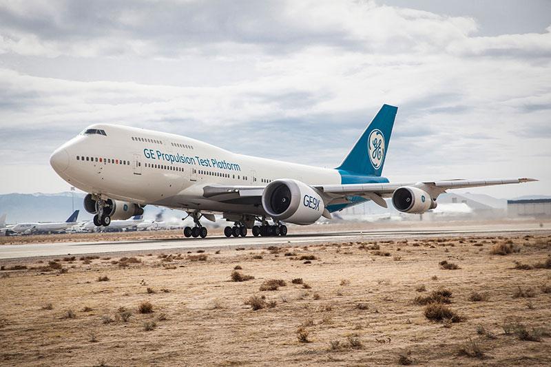 Un GE9X instalado en un Boeing 747 durante sus pruebas en vuelo