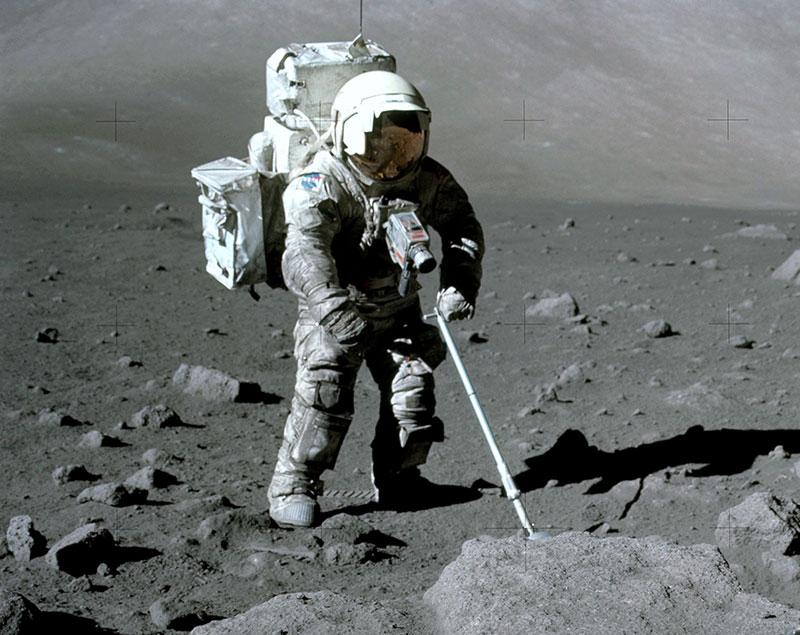 Harrison Schmitt en la superficie de la Luna