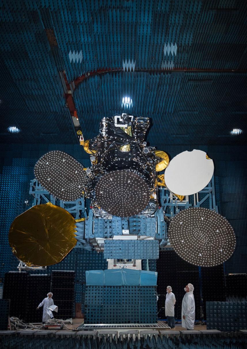 El pedazo de fistro de satélite