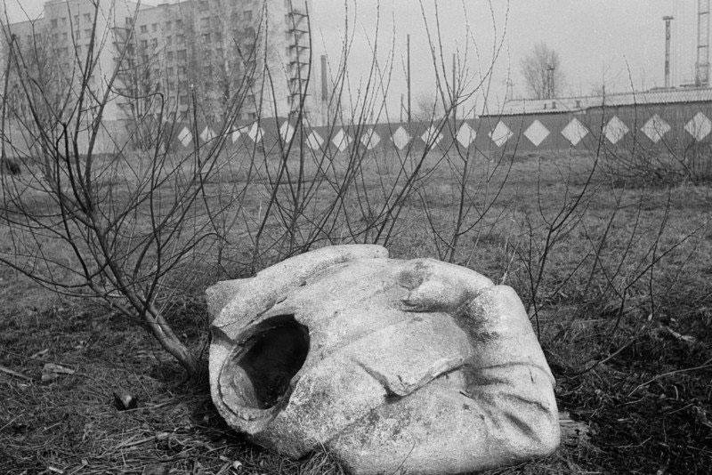 Una estatua de Lenin estropeada