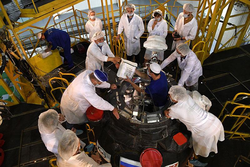 La cápsula durante el proceso de carga