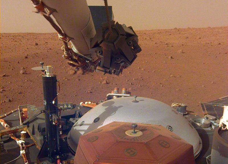 SEIS y su cubierta – NASA/JPL-Caltech