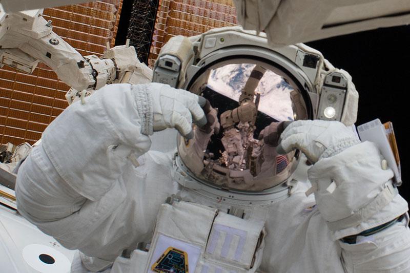Scotte Tingle durante el paseo espacial del 23 de enero