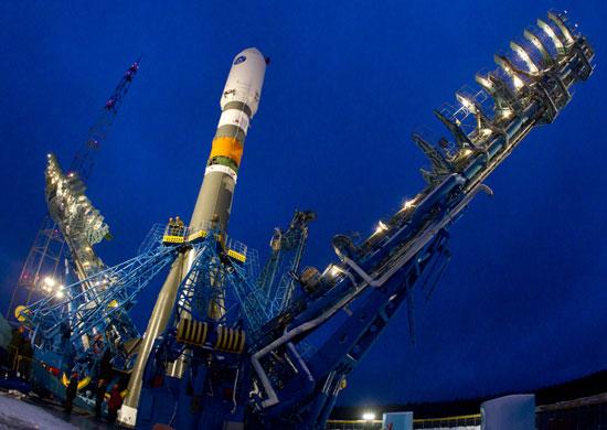 Foto de archivo de un Soyuz 2-1b en Plesetsk listo para lanzar un satélite Glonass