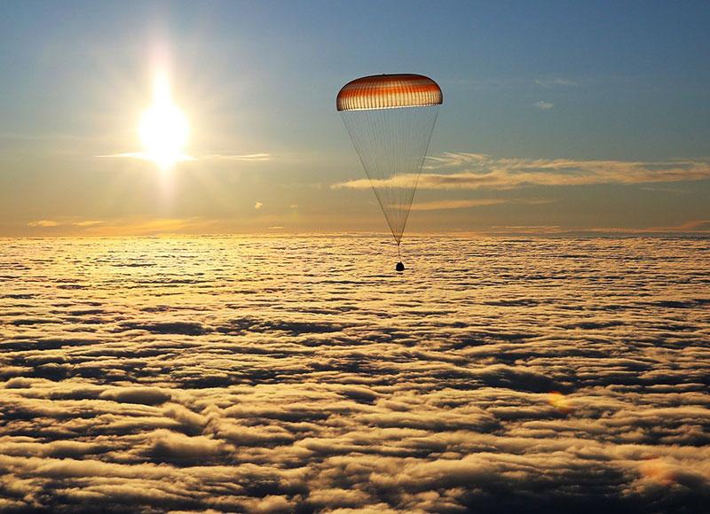 Bajo el paracaídas