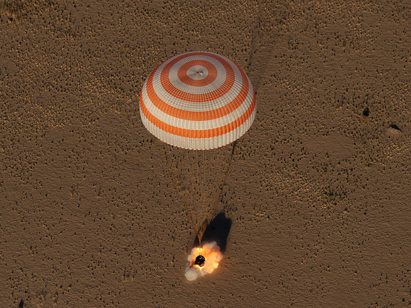 Aterrizaje de la Soyuz MS-08 - NASA/Bill Ingalls