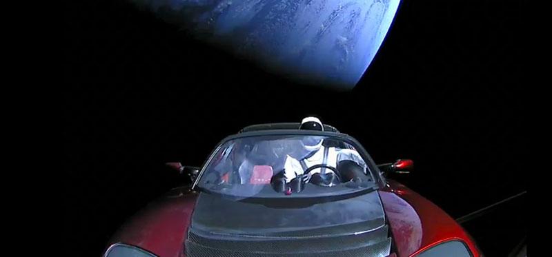 Starman en su coche