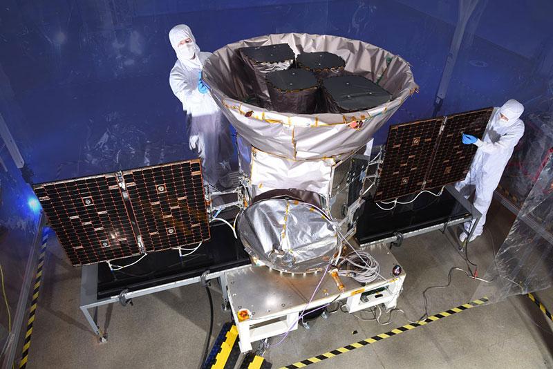 TESS durante los preparativos para el lanzamiento