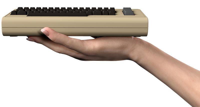 TheC64 en la mano