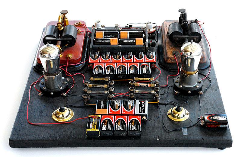 Una recreación del flip-flop, el primer circuito biestable