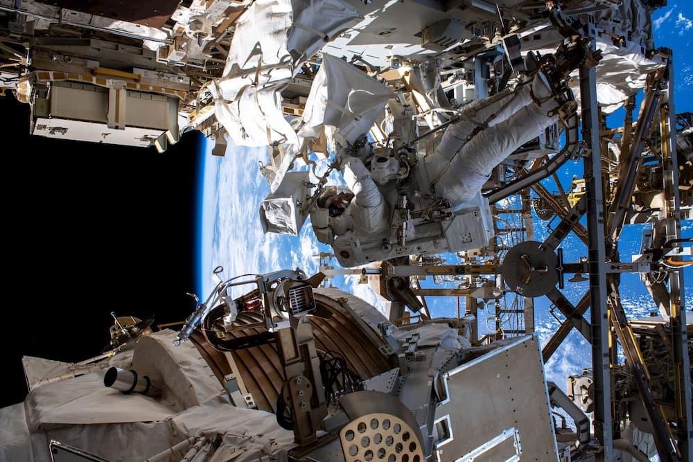 Andrew Morgan durante el paseo espacial