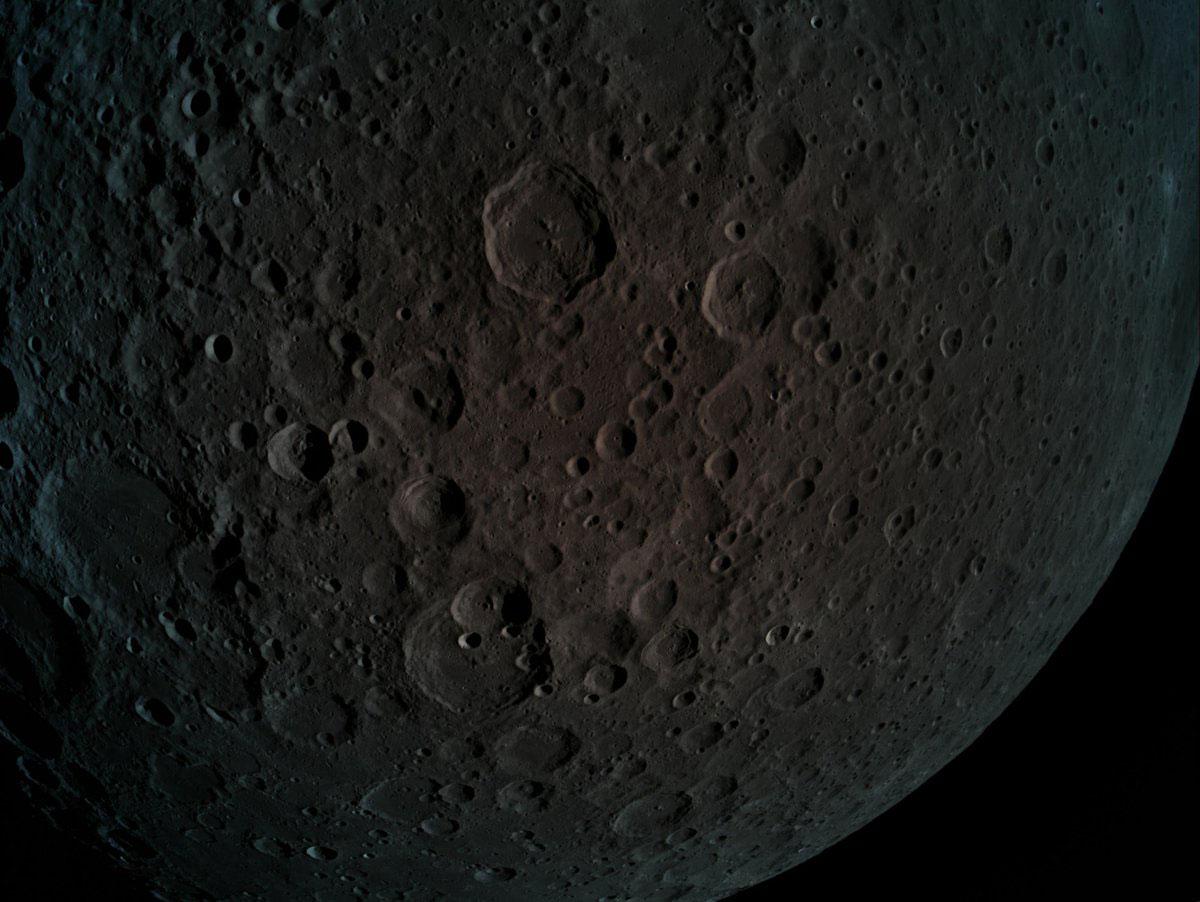 La cara oculta de la Luna desde 470 kilómetros de altitud
