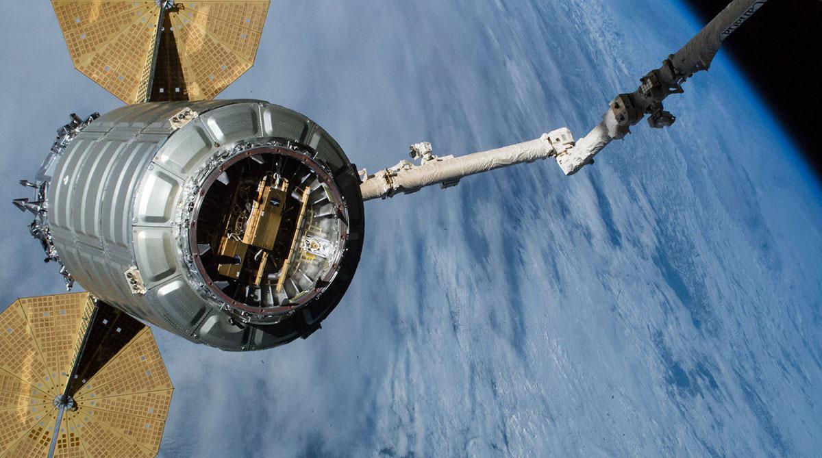 La Cygnus 10 abandonando la EEI»