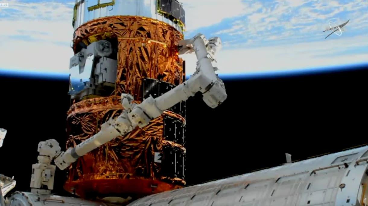 El HTV-8 ya acoplado a la Estación Espacial Internacional