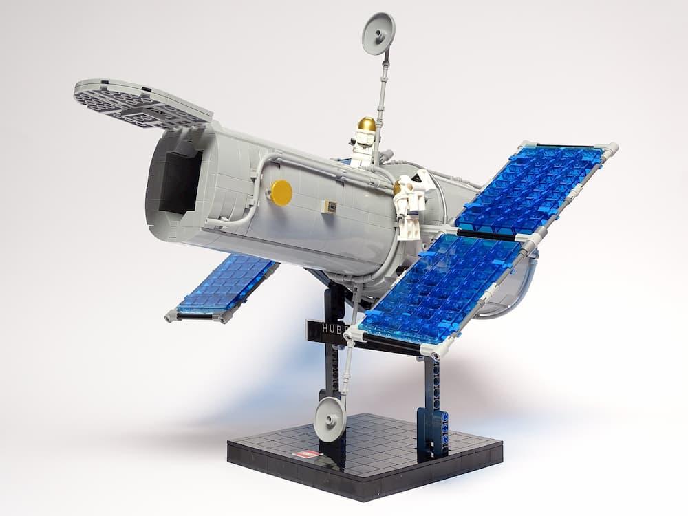 Hubble de Lego por Luis Peña