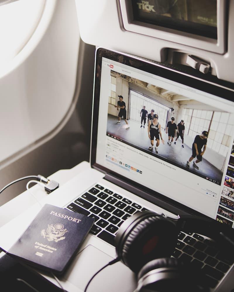macBook Pro en un avión