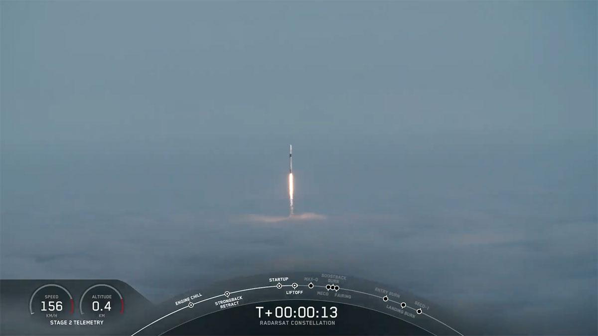 El Falcon 9 segundos después de despegar