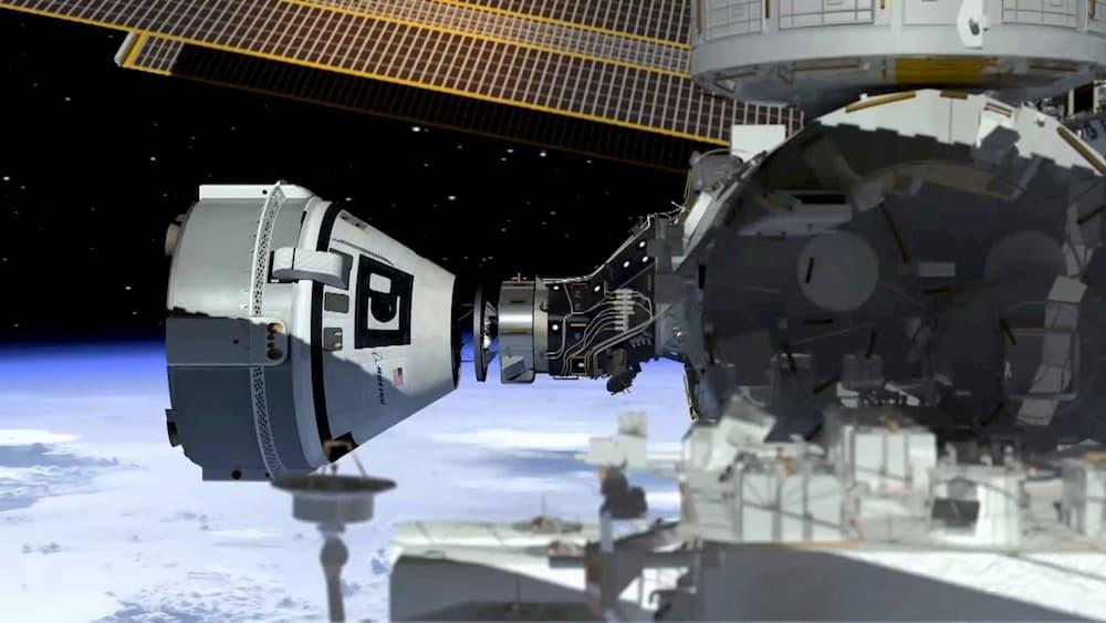 Impresión artística de una Starliner atracando en la Estación Espacial Internacional